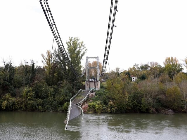 Die eingestürzte Brücke nördlich von Toulouse.