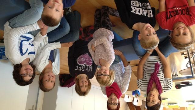 Monika Pallmann (oben links) überprüft den Religionsunterricht von Manuela Raschle in Sirnach.