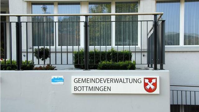Eingang zur Gemeindeverwaltung von Bottmingen