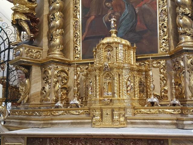 In dals altars principals da la baselgia claustrala.