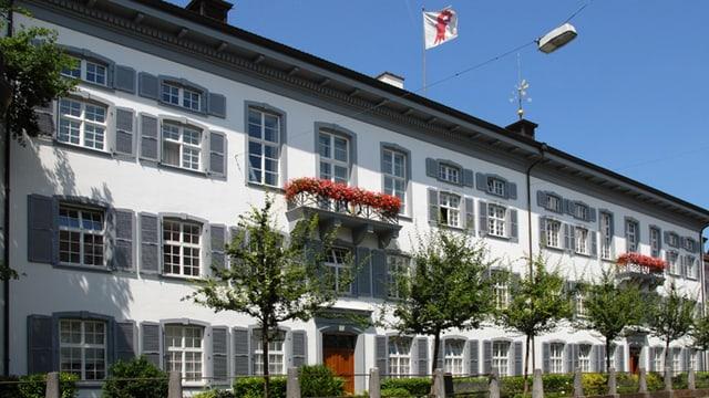 Regierungsgebäude in Liestal, von der Seite fotografiert.