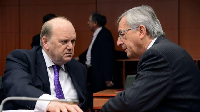 Der Eurogruppen-Chef und der irländische Finanzminister im Gespräch.