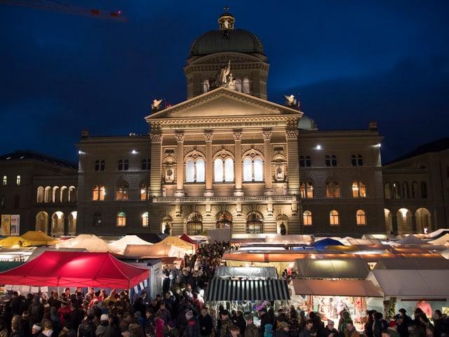 «Zibelemärit» vor dem Bundeshaus