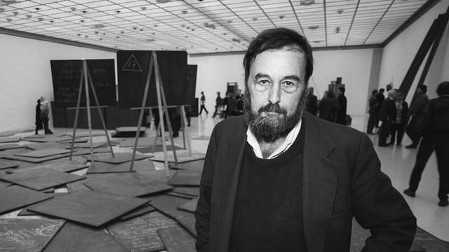 Harald Szeemann 1993 in der Beuys-Ausstellung im Kunsthaus Zürich.