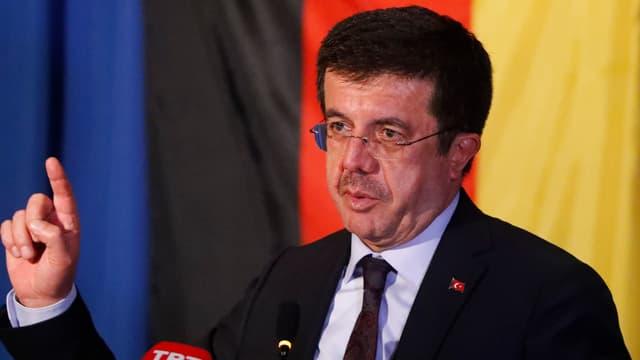 Der türkische Wirtschaftsminister bei einem Auftritt