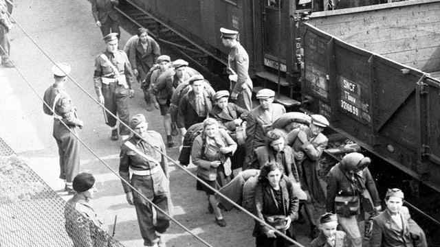 Juden werden im zweiten Weltkrieg deportiert.