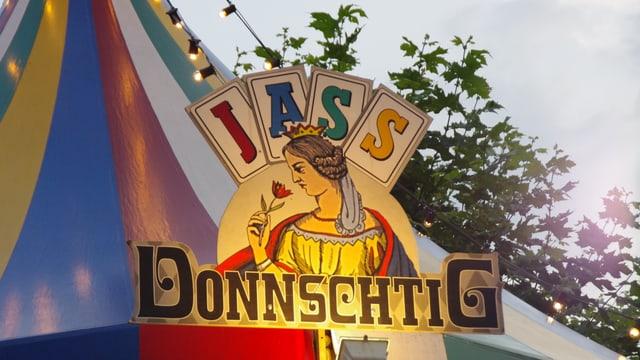 Das Jasszelt mit dem unverkennbaren «Donnschtig-Jass»-Logo