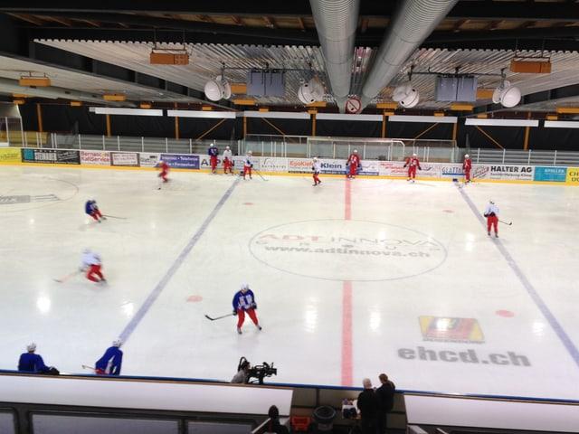 Training von Valerenga Oslo in der Dübendorfer Eishalle Chreis