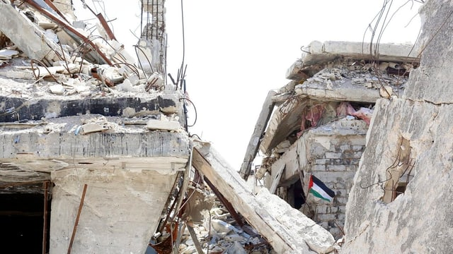 Purtret da ruinas en la citad Homs.