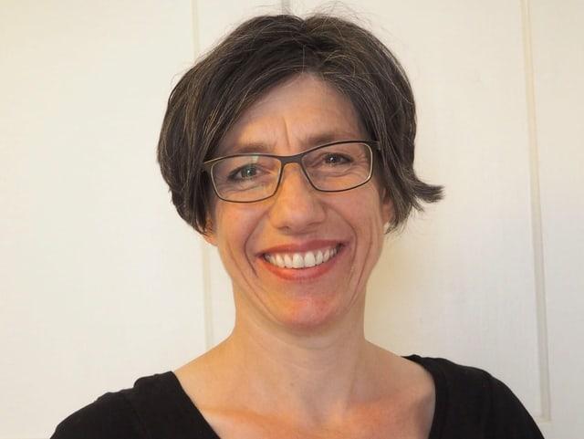 Monica Capelli da Amnesty International Cuira fa part dal comité d'organisaziun da l'acziun «Beim Namen nennen».