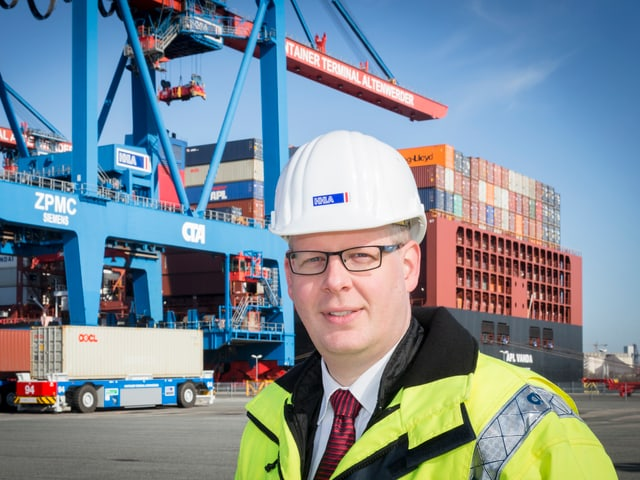 Ein Bild von Projektleiter Boris Wulff in der Hafenanlage in Hamburg.