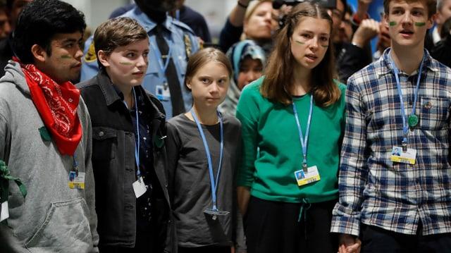 Greta Thunberg und vier andere junge Leute
