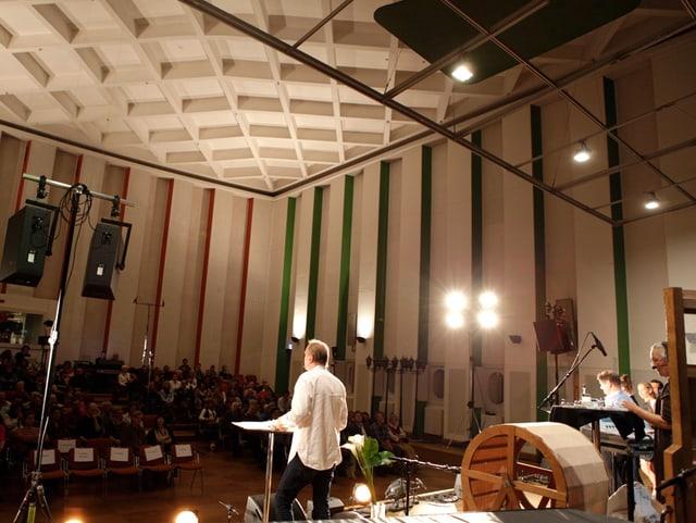 Blick von der Bühne auf das Publikum.
