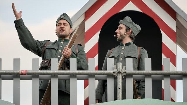 Zwei Soldaten.