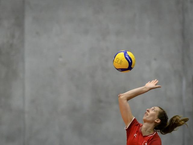 Samira Sulser spielt Volleyball