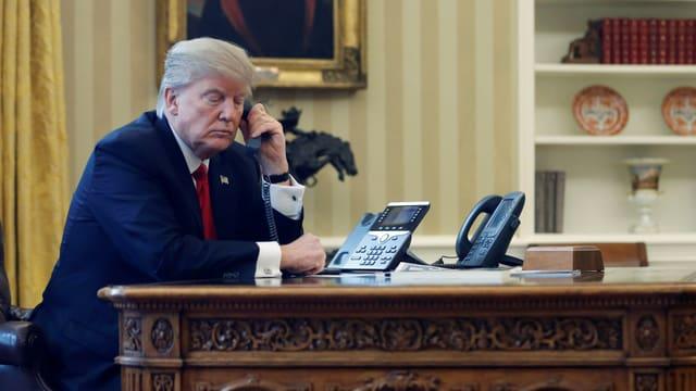 Donald Trump am Telefon.