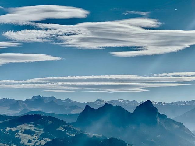 Schöne Föhnwolken über dem Mythen.