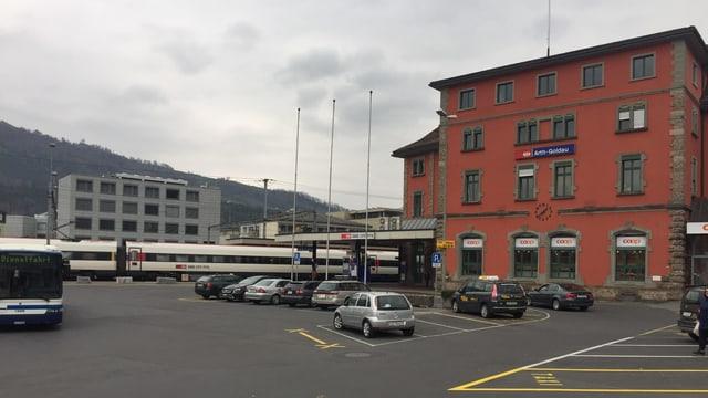 Der Bahnhofplatz in Arth-Goldau