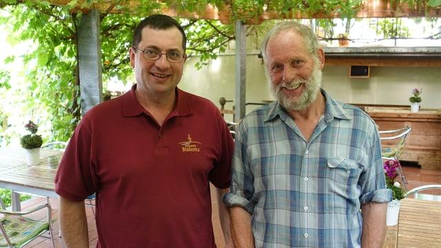 Il president dal comité d'organisaziun Andri Poo (da vart sanestra) e Wolfang Schutz, il bandierel da la Societad da musica Concordia Filisur.