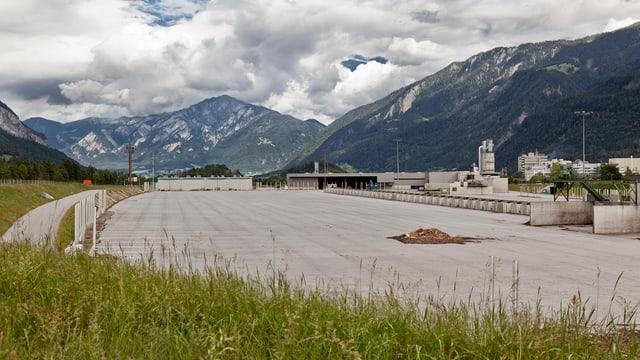 Das geräumte Areal der ehemaligen Grosssägerei Mayr-Melnhof in Domant-Ems im Sommer 2011.