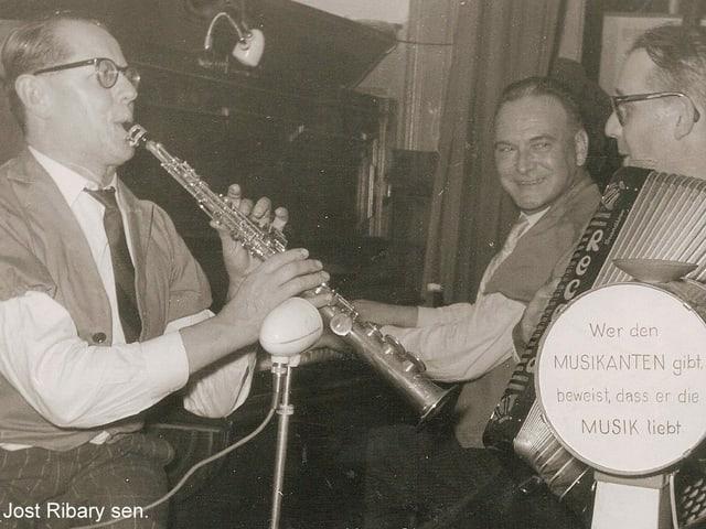 Jost Ribary senior spielt mit Hans Signer und Ernst Kuratli im Restaurant Konkordia Zürich.