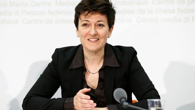 Nicoletta della Valle, Direktorin Bundesamt für Polizei (Fedpol), spricht während einer Medienkonferenz in Bern. (keystone)