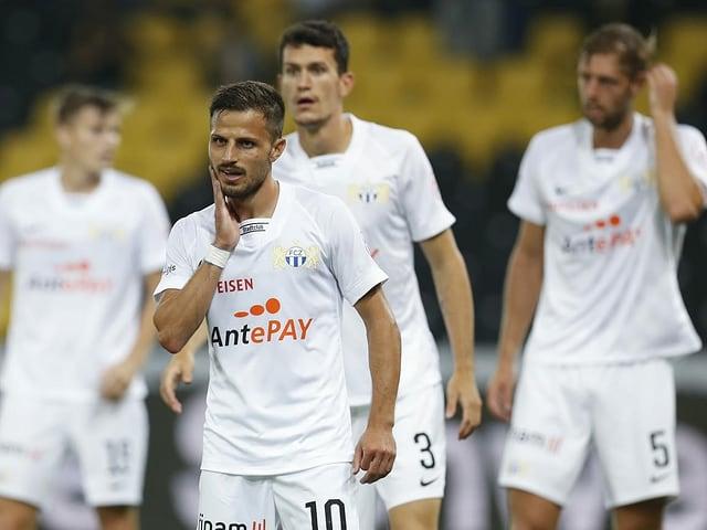 Die Spieler des FCZ nach der Saisonauftakt-Niederlage gegen YB.