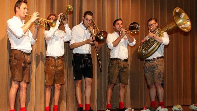 Die Formation Quattro Poly spielt mit ihren Blasmusikintstrumenten.