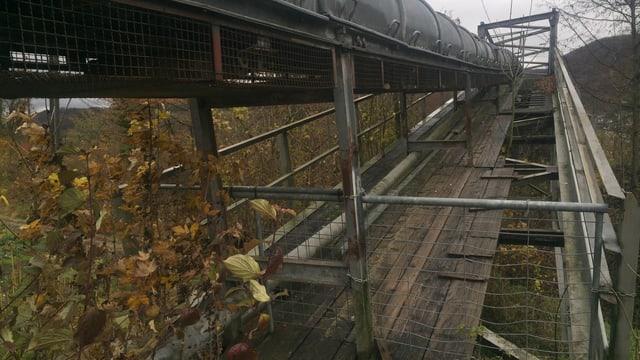 Marode Bretter auf der Brücke zeigen den Sanierungsbedarf