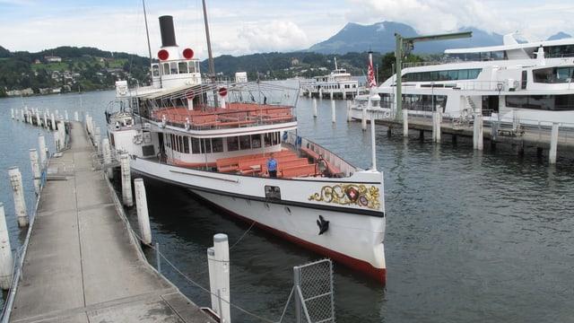 Die havarierte «Unterwalden» liegt mittlerweile im Hafen.