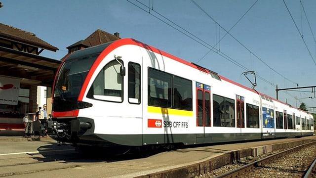 Niederflurfahrzeug der Seetalbahn in Beinwil.