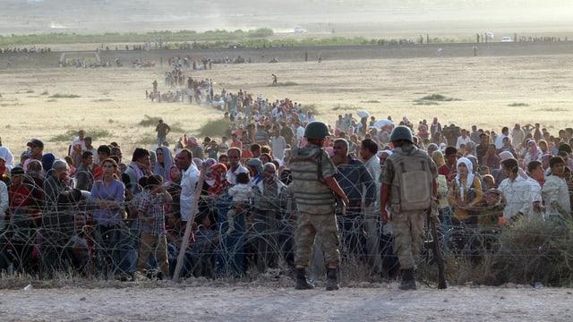 Kurdische Flüchtlinge an der syrischen Grenze