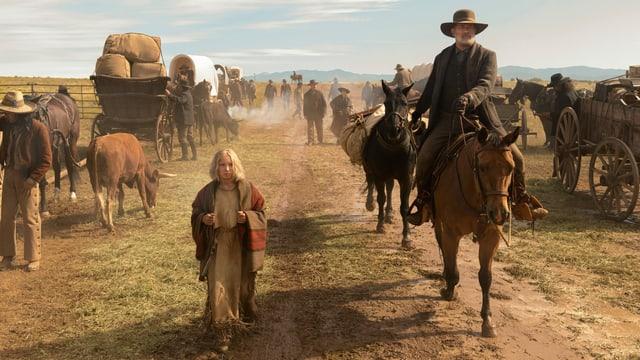 Totale mit Helena Zengel und Tom Hanks in der weiten Landschaft des Bundesstaats Texas.