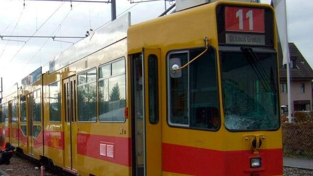 Ein Tram der BLT-Linie 11