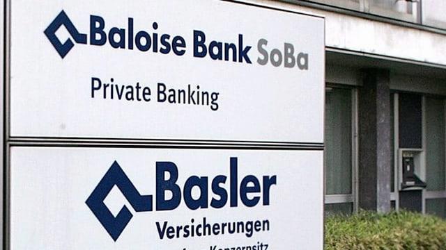 Firmenschilder von Baloise Bank SoBa und der Basler Versicherung.