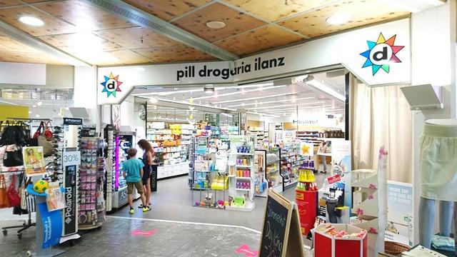 La Pill Drogaria Ilanz sa chatta en il center Mundaun.