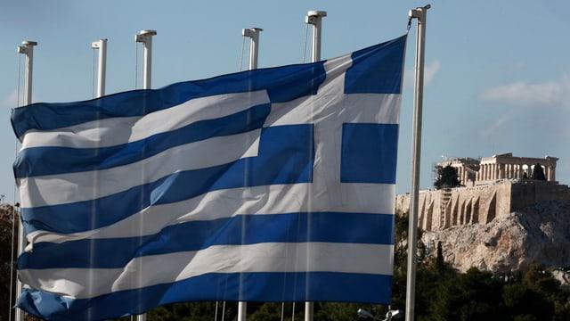La bandiera da la Grezia e davos l'Acropolis.
