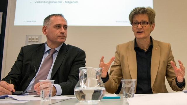 Basler Verkehrsdirektor Hans-Peter Wessels und Baselbieter Verkehrsdirektorin Sabine Pegoraro.