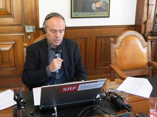 Thomas Heeb am Mikrophon