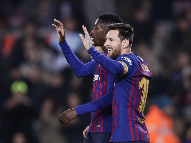Ousmane Dembélé und Lionel Messi jubeln.