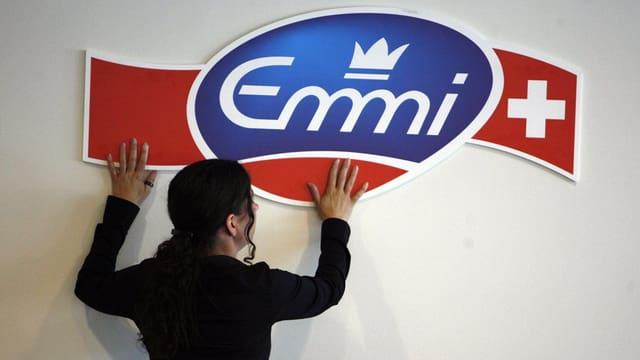 Il logo da Emmi vid ina paraid.