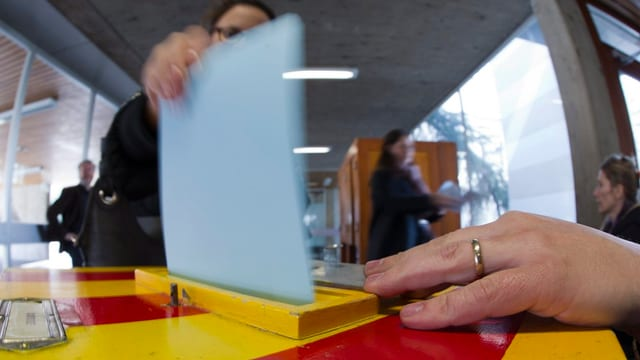 Wahlurne bei einer Volksabstimmung.