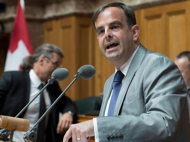 Der Zuger Nationalrat Gerhard Pfister bei einer Rede im Nationalrat.