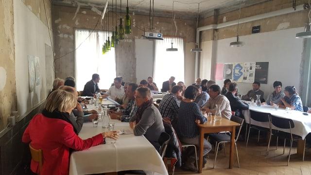 Ils delegads da las vischnancas engiadinaisas a la radunanza da la Corporaziun Energia Engiadina