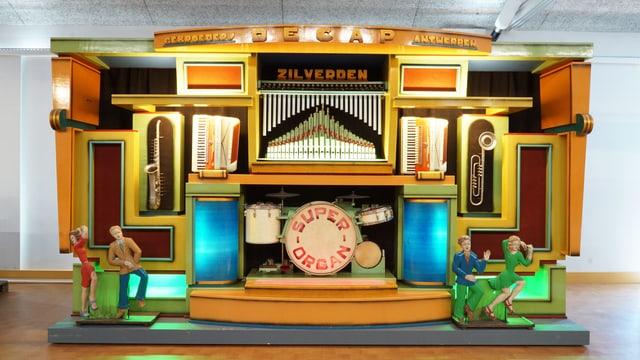 Eine ziemlich farbige Decap-Orgel. Es hat Figuren, die tanzen.