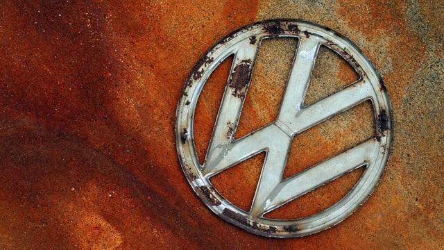 Il logo da VW sin in fund oransch-brin.
