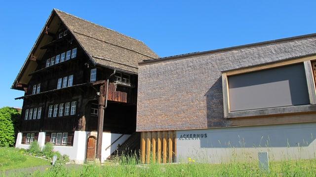 Altes Haus mit Anbau