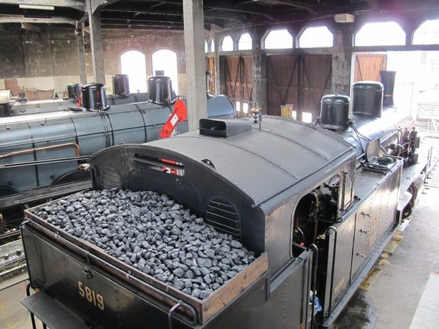 Depot mit drei Lokomotiven