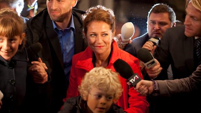 Nyborg umringt von Journalisten
