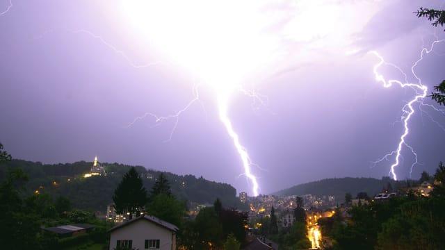 Doppelter Blitzeinschlag in Luzern.